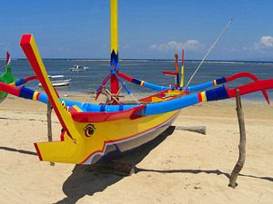 Java Bali: Buntes Boot in Sanur
