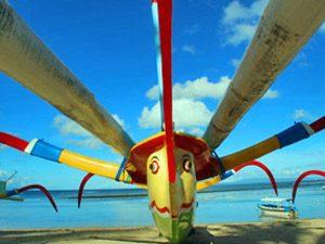 bunte balinesische Boote