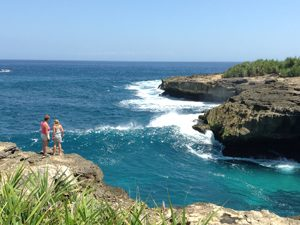 Bali Rundreise: Aussicht auf eine Bucht in Nusa Lembongan