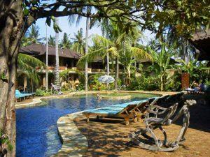 Rundreise Bali & Komodo: Poolanlage auf Bali