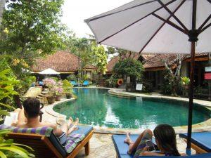 Bali Highlights: Poolanlage auf Bali