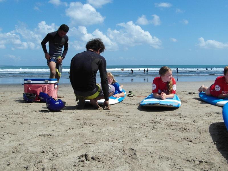 Einweisung beim Surfkurs