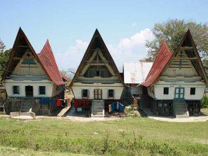 Lake Toba: Typische Batak Häuser auf Samosir