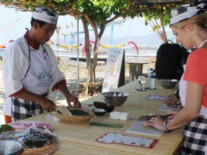 Balinesisch kochen mit Blick auf das Meer bei Candidasa