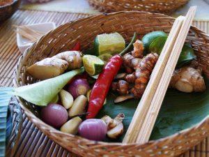 Die Zutaten beim Kochkurs stammen frisch vom Markt oder aus dem Garten in Candidasa