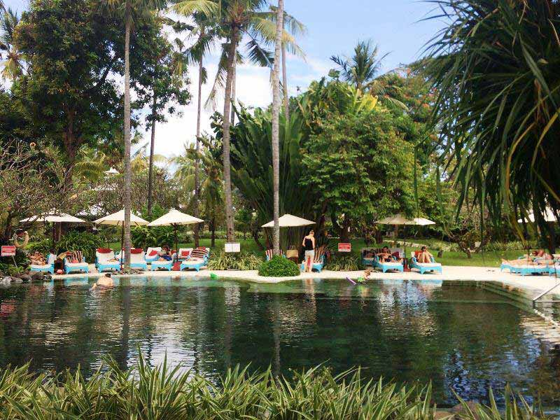 Relaxen Sie am Pool in Sanur