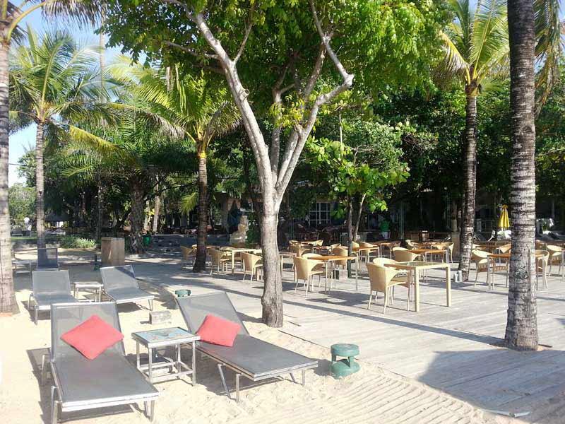 Ihr Komforthotel in Sanur liegt direkt am Strand