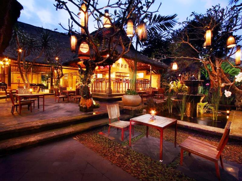 Stilvoll essen im Restaurant eines Komforthotels in Ubud