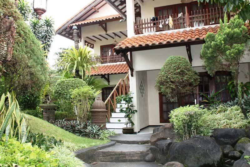 Unsere Erstwahl in Yogyakarta verfügt über eine kleine Gartenanlage