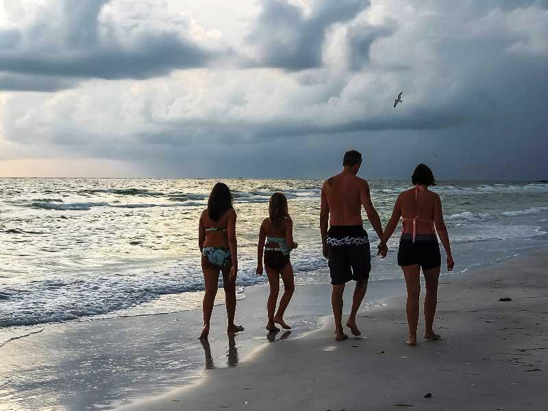 Beim Strandspaziergang vergessen Sie den Alltag