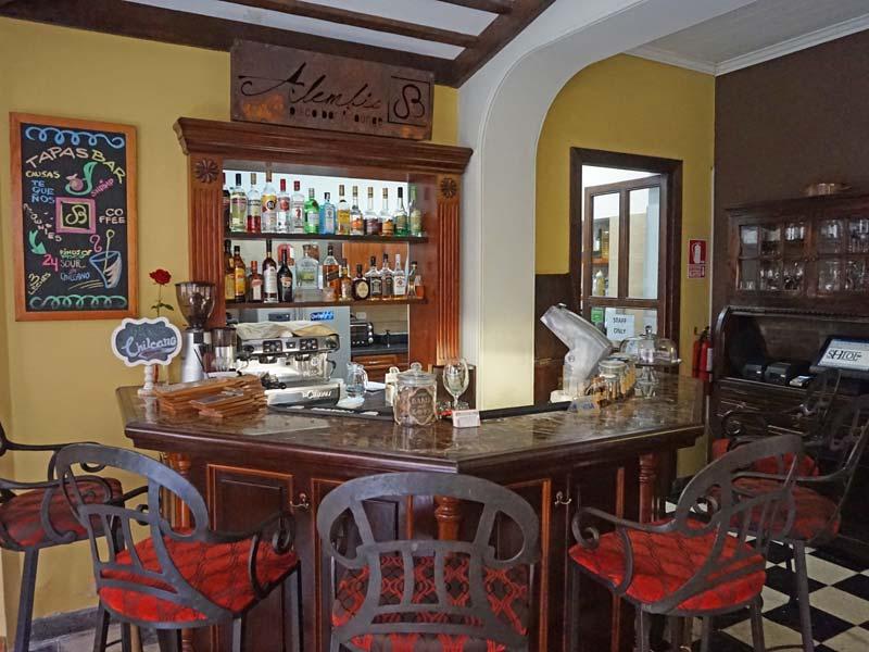 Peru kids - comfort hotel Lima bar