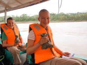 peru-met-kinderen-reis-jungle-boot