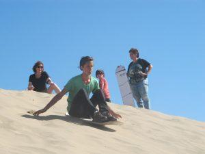peru-met-kinderen-woestijn