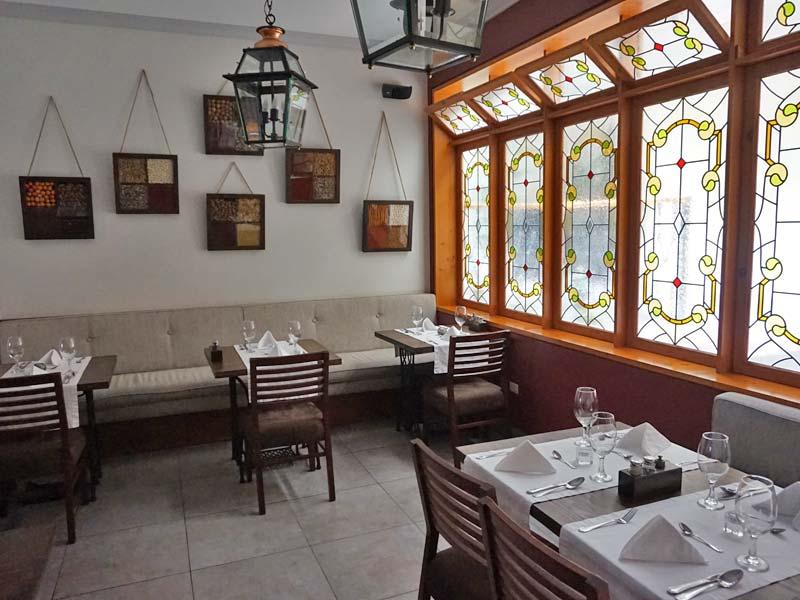 Peru kids - comfort hotel Lima restaurant