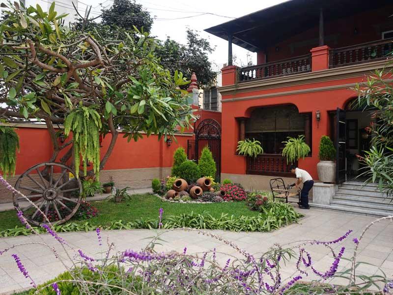 Peru kids - comfort hotel Lima voortuin