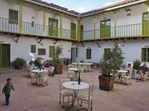 hotel-cusco-met-kinderen-patio