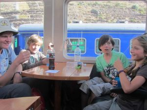 trein-peru-met-kinderen