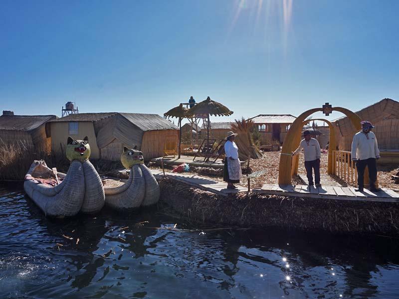 Peru kids - Titicacameer Uros eiland