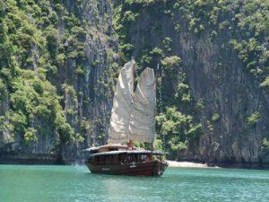 Halong Bay - houten jonk