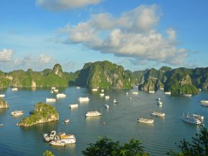 De trossen los in Halong Bay