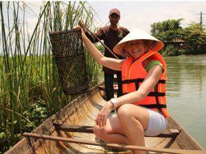 Hué Vietnam - bootje op de rivier