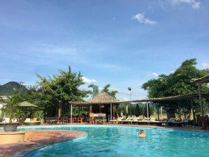 phong nha ke bang met kinderen - zwembad