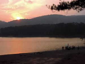 Kajakken Vietnam - uitzicht over het meer