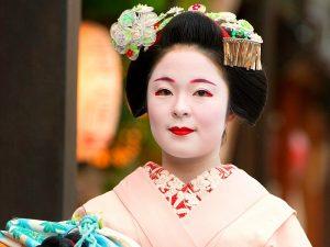 Waaom naar Japan? Spot Geisha's