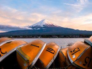 Pak de kano en vaar voorbij Mount Fuji