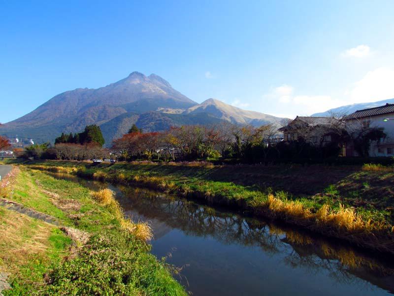 De groene omgeving van Yufuin