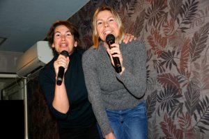 Ga los in een karaoke bar in Tokyo