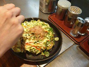 Okonamiyaki pannenkoek Japan