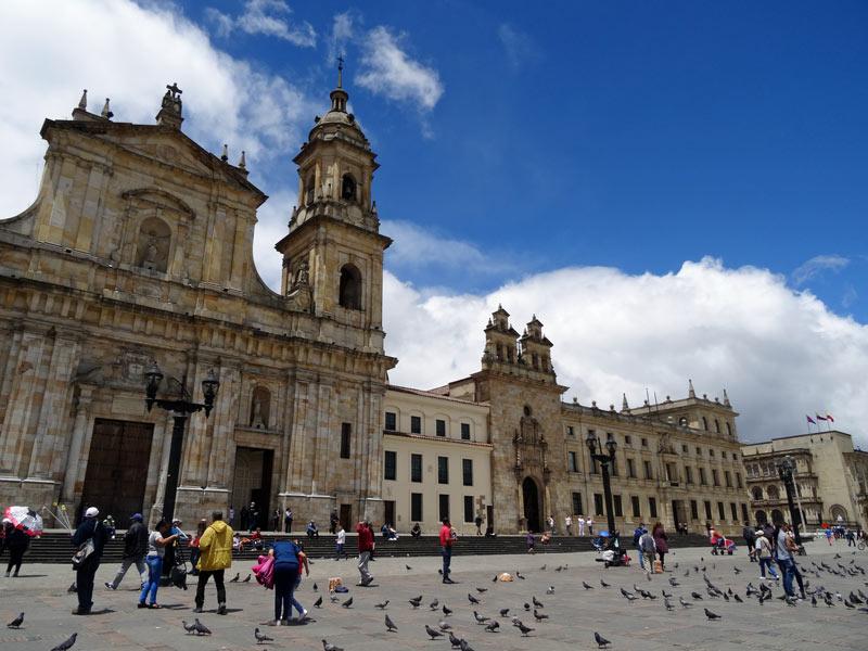 kolumbien-mit-kindern-rundreise-bogota-plaza-de-bolivar