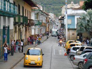 Straße durch das Zentrum von San Gil