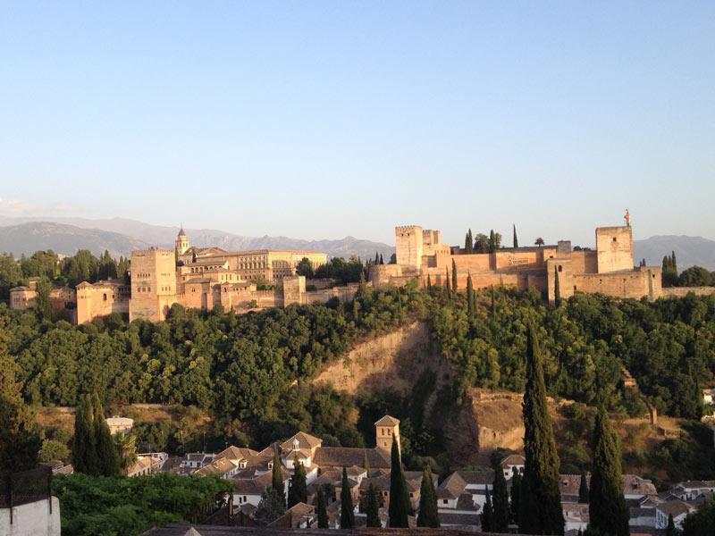 Warum nach Andalusien reisen? Blick auf die Alhambra in Granada