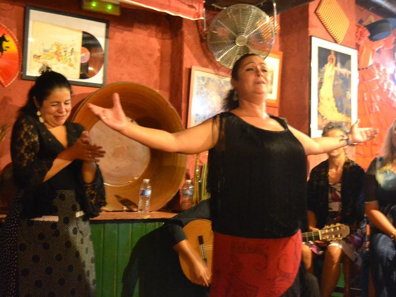 Warum nach Andalusien reisen? Beim Flamencoabend in Sevilla.