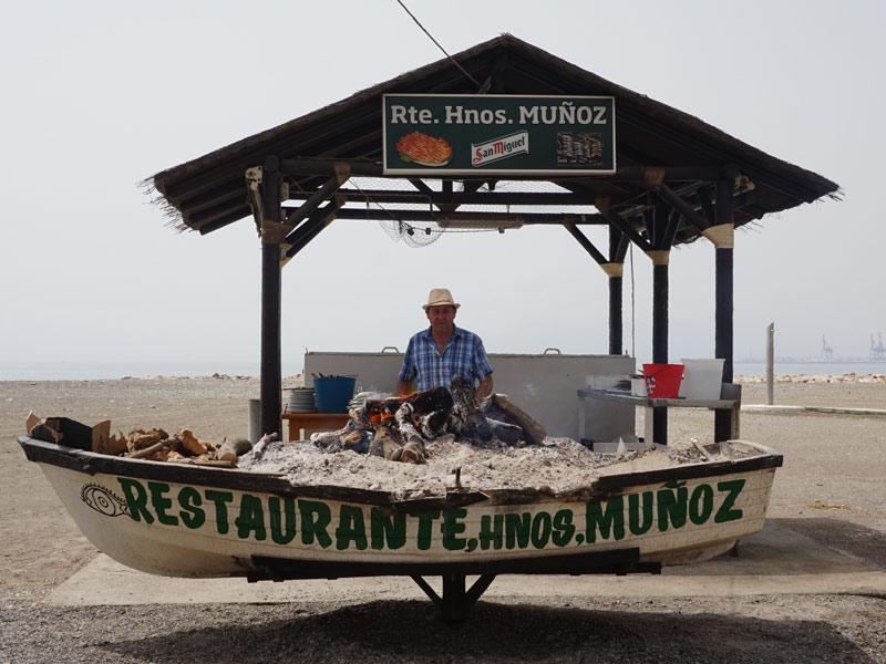 Warum nach Andalusien reisen? Ein kleines Restaurant direkt am Strand.