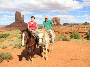 MonumentValley-paardrijden-reizigers