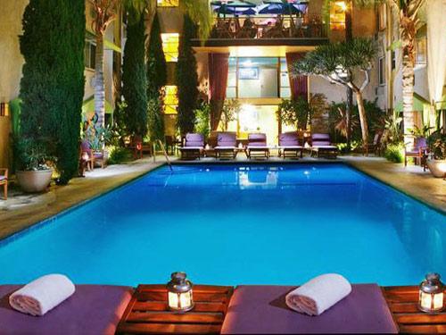 Zwembad bij je Hollywood hotel