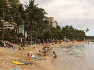 Struinen langs Waikiki beach