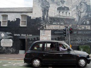 Irland Roadtrip Sightseeing Black Taxi Belfast