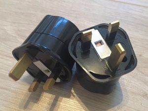 Adapter für die Steckdose in Irland