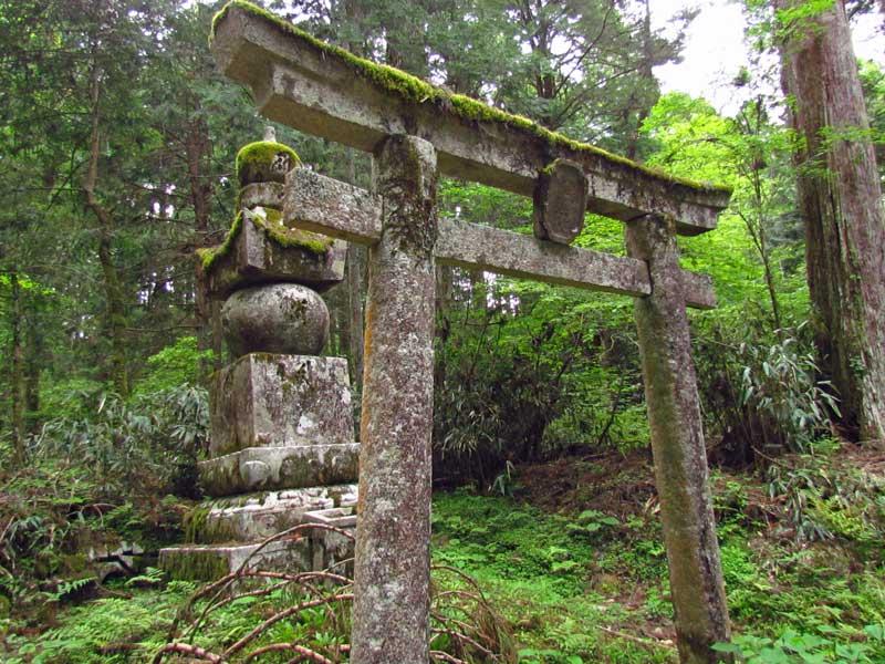 Japan Reise Koyasan Friedhof Steintori