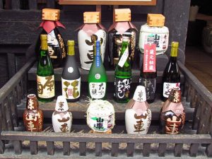 Sakeflaschen in Takayama bei Japan Rundreise