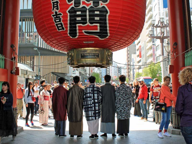 Von Tokio nach Kyoto Tempeleingang Asakusa