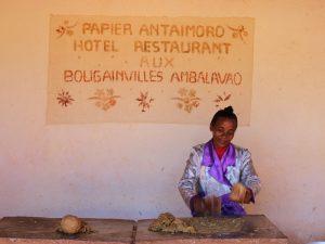 Papierfabrik in Ambalavao bei Madagaskar Rundreise und Baden
