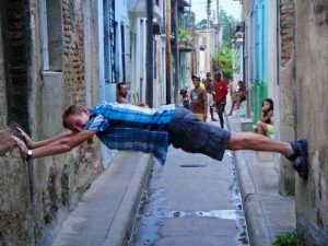 Reis Cuba met kinderen - smalle straatjes Camagüey