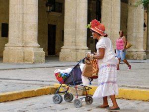 Havana met kinderen - Cubaanse vrouw