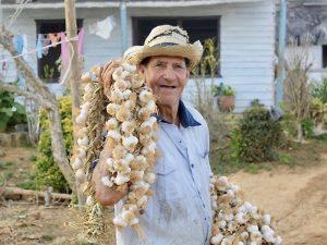 rondreis Cuba twee weken - boer Viñales, Cuba