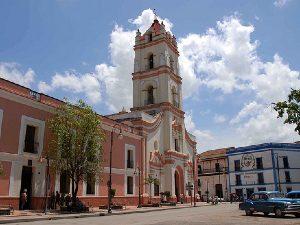 Reis Cuba met kinderen - kerk Camagüey